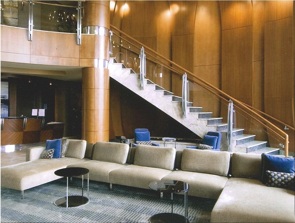 Curved-Staircase-Wood-Column