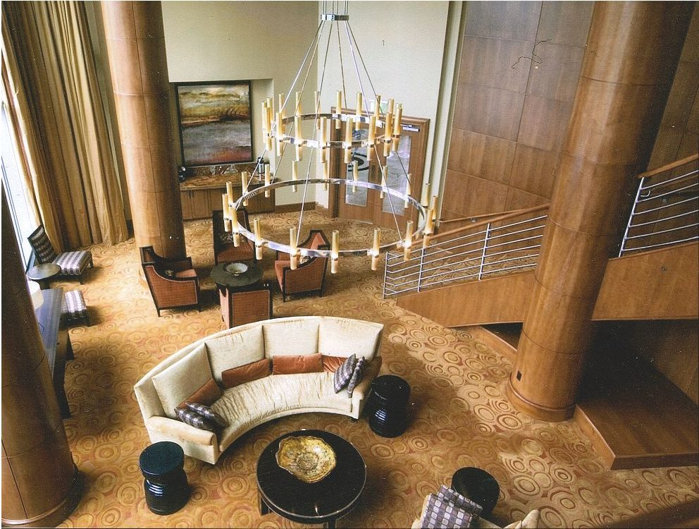 Wood-Columns-Curved-Staircase