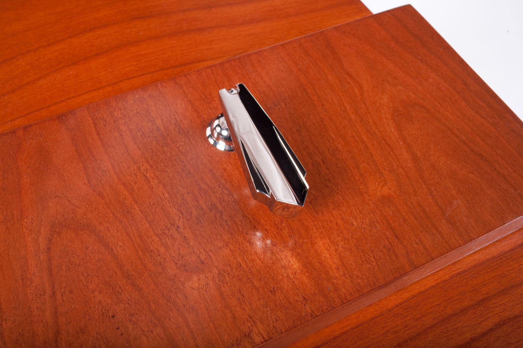 custom stainless pull